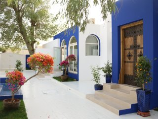A true Emirati home by the Beach / Room 2