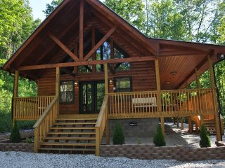 Harmony Hollow - Secluded Mountainside Getaway - 20 Minutes from the Great Smoky