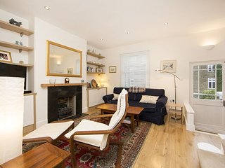 Popular and charismatic apartment a short walk to The Thames- Fulham