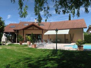 Villa avec piscine entre ville et montagne