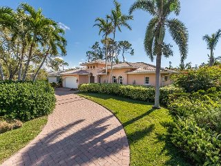 Elegant 4BR, 3BA Home With Private Heated Pool - Walk To The Beach
