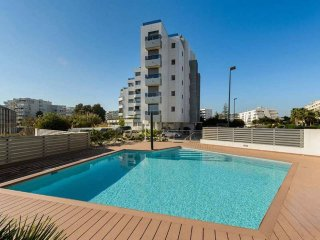 Marina 8pax 3BR AC close to beach and Pacha