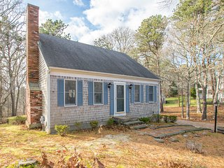 #802: Classic Cape home with great indoor and outdoor space! 5 min to the beach!