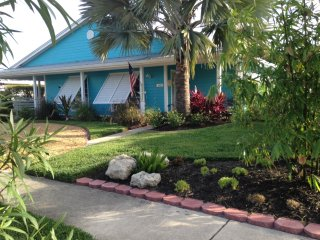 Port St. Lucie, FL. 2 bed Rm -1 bath on Club Med -Sandpiper Bay 14th Fairway!