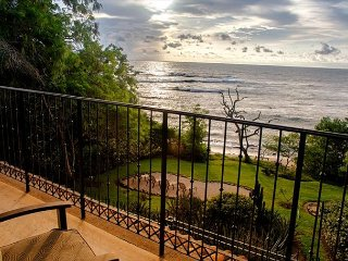 Large/Luxury Oceanfront Condo Directly on the Beah - Privacy and Location