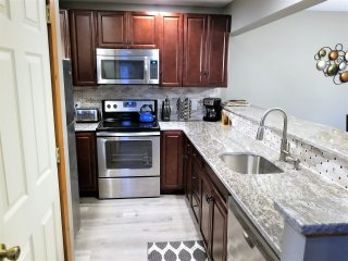 Poconos Town-home By Camelback★Wi-Fi★Netflix★Cable★BBQ★