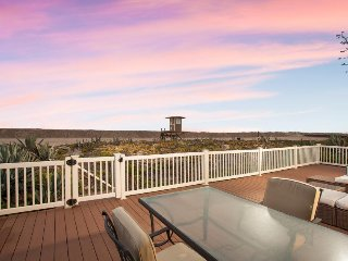 Beachfront home with huge deck & stunning ocean views - 20 miles to Disneyland