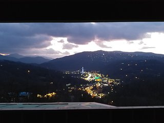 Sensational View: Gatlinburg's Best View! Gorgeous new custom minutes from town!