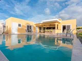 STUNNING FULLY FURNISHED VILLA, WITH PRIVATE POOL