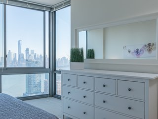 Jan Feb Special- 2B2BA APT- PANORAMIC VIEWS OF NYC SKYLINE-ZEN SUITES-45QB