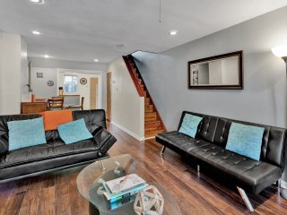 Nicely Designed Spacious House Near Subway Mins from Center City