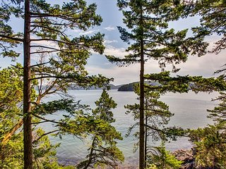 Klahowya - Newly Updated Waterfront Cabin with Incredibly Views!