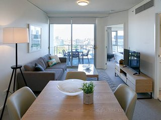 Cosy Large One Bedder  3km to CBD
