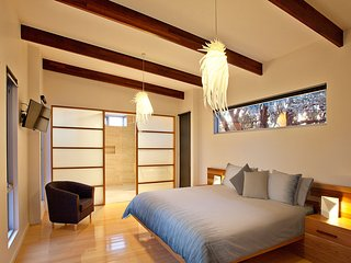 Jimmy Smith's Dairy Luxury Retreat - (King Bedroom)