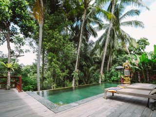 Sunari Villa, 3 bedroom in the heart of Ubud. An oasis of tranquility and calm.