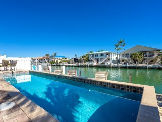 WATERFRONT 46' DOCK, POOL, WALK TO CABANA BEACH CLUB *ON SALE* DEC 8-15 $1095 WK