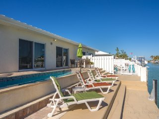 WATERFRONT /DOCK/ POOL/ WALK TO CABANA BEACH CLUB *FALL SALE* 8/18-12/14 $1195WK
