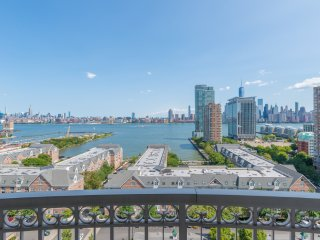 Breathtaking NYC views with Balcony, 2B2BA Apartment -ZEN SUITES-17QB