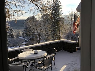 Ukroatian Mountain Kucha 4 beds, 2 baths, Sleeps 12