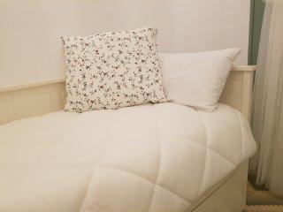 Las tres habitaciones dispones de relleno nórdico sintético y almohadas.