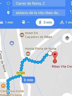 Distáncia que hay del apartamento a la estación de la Vila del Cremallera. 200m ,3 min a pie.