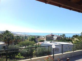 Bungalow. 3 bedroom, en-suite, Coral Bay, disabled friendly, sea view, pool,