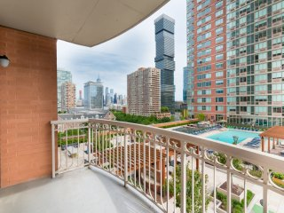 BALCONY,WORLD TRADE CTR VIEW,1B 1BA,GYM,POOL-SKYLINE-9QH