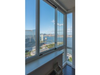 AMAZING NYC VIEWS,LUXURY NEW APT BLDG,ALL AMENITIES-SKYLINE-33QC