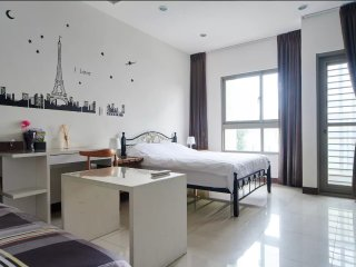 Brand-New Studio B In City Center. 1 Min to Metro Station.