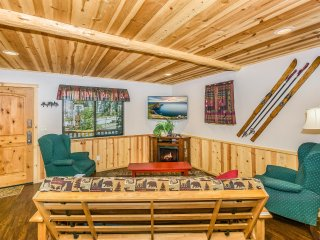 Adam's Cozy Cabin-Close to The Village,Lake,Ski resorts and so much more