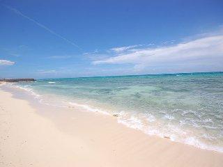 BEACHFRONT! FULLY STAFFED! POOL! AWESOME WHITE BEACH! Mai Tai Villa-4BR