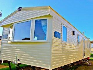 Horizon Deluxe seaside private caravan hire