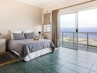 Cape Villas, A Tranquil Beach House with Sea View
