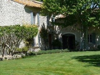 LS6-248 BASTIDOUN, Prestige rental with pool near Avignon, Caumont-sur-Durance