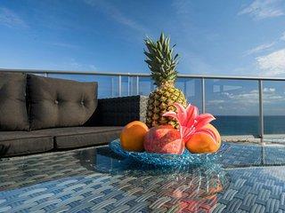 Apartamento (atico) con jacuzzi privado y vistas al mar en Los Arenales del Sol