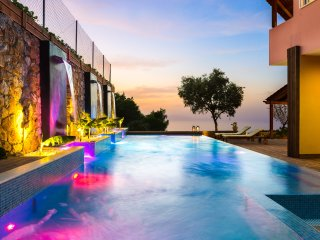 Pool with Waterfalls-Spa★Sea View★Jacuzzi★ BBQ