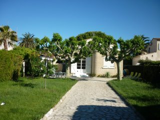 Petit coin de Paradis a 3 mn de la Plage...Villa T.Calme, Joli jardin, Expo Sud