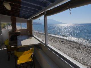 LIVING ON THE SEA SAMOS BEACH HOUSE