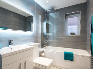 Luxury Riverside Apartment near City Centre & Salford University