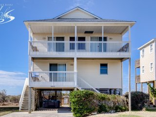 Fay's Sunny Daze: 4 BR / 3 BA four bedroom house in Nags Head, Sleeps 12