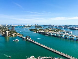 Beautiful apartment and amazing water view in the heart of Miami.Sleeps 7