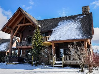 Enjoy ski in/ski out access in the heart of Deep Creek!