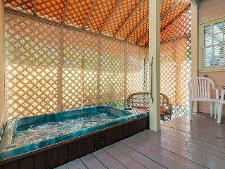 ~ Poinciana Garden ~ Quiet Condo w/ Pvt Hot Tub & Parking In Perfect Location