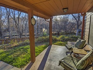 NEW! Cozy 1BR Lower Oak Creek Cabin w/ Pond Views!