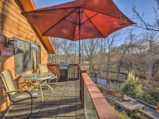 NEW! 1BR Lower Oak Creek Cabin w/ Private Deck!