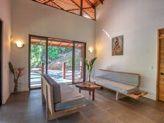 Villa Selva del Mar: Modern 2 BR Home
