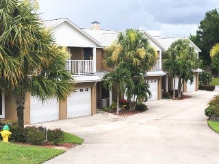 Lakefront townhome w/ balcony and shared pool