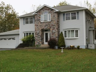 Beautiful house near all activities by the Pocono mountains