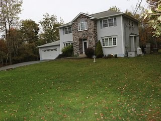 Beautiful house near all activities by the Pocono  mountains.