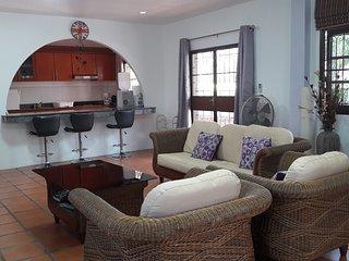 large 6 bedroom pool villa